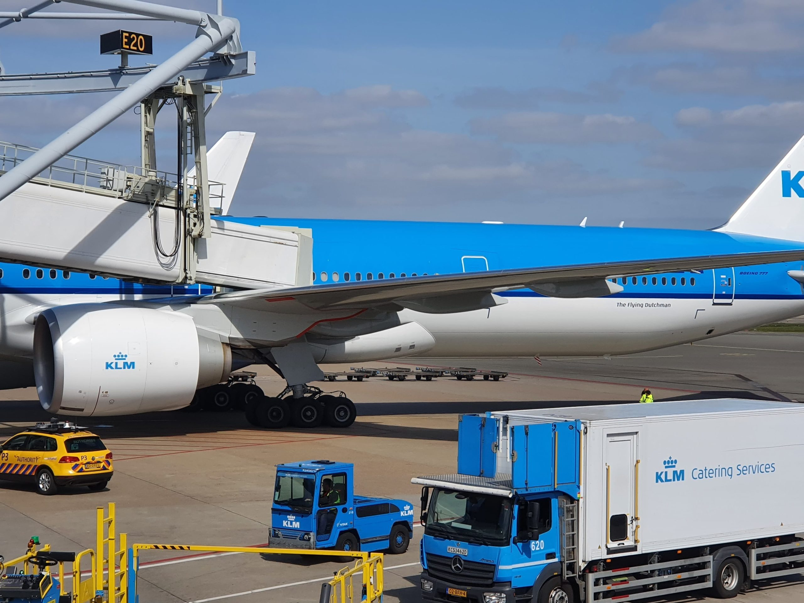 Incident: Brand new KLM Boeing 777-300ER has been damaged during pushback