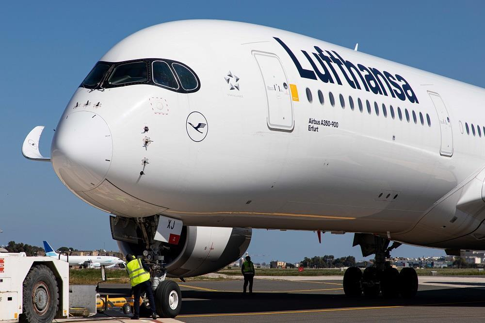 Lufthansa orders five Airbus A350-900s and five Boeing 787-9 Dreamliners