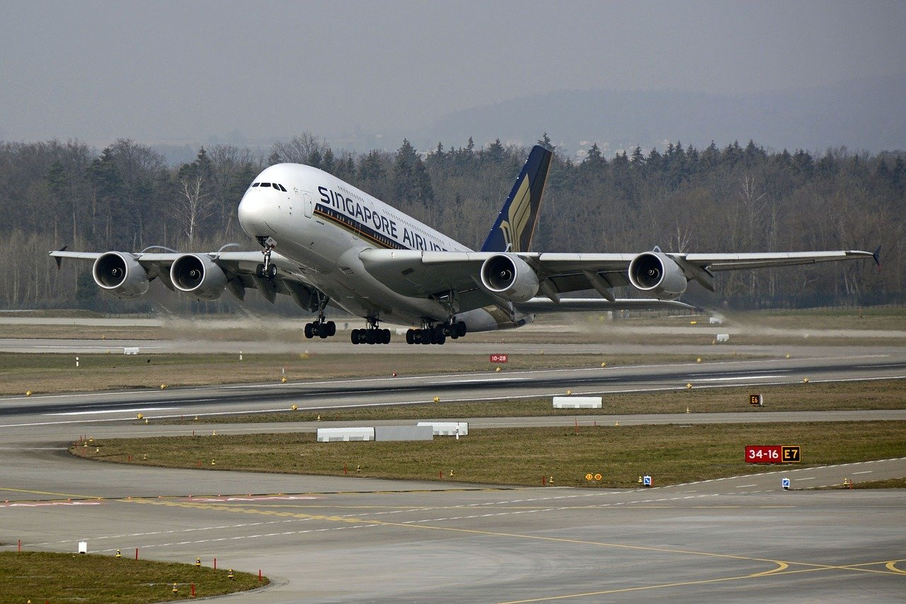 Singapore Airlines raises S$2 billion in sale-leaseback deals for 11 aircraft
