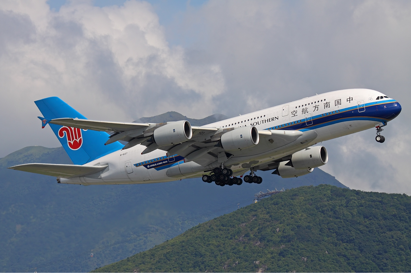 China Southern Airlines gears up for borders opening, adds foreign destinations