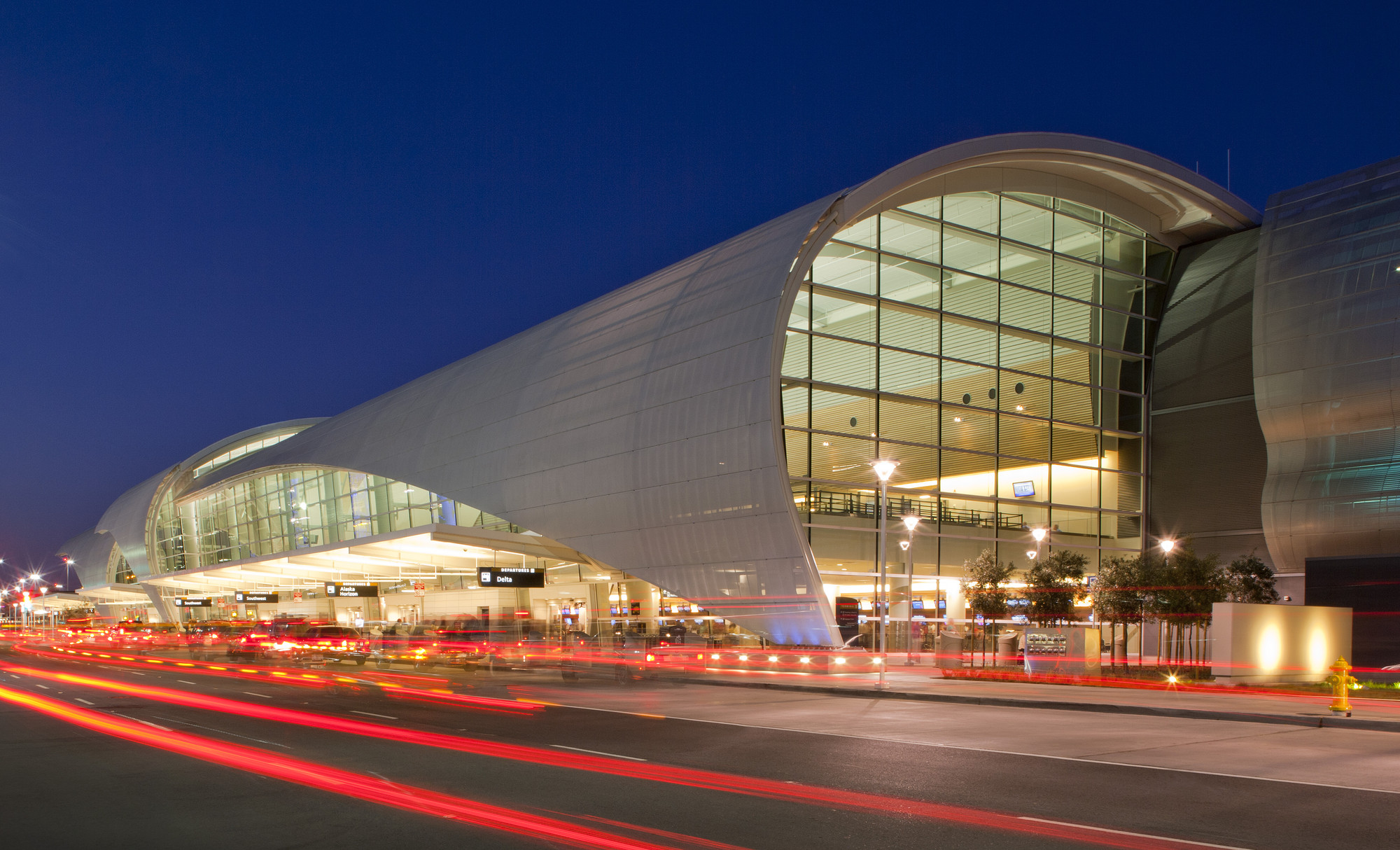 Man arrested at San Jose Airport after claiming to swallow explosive device