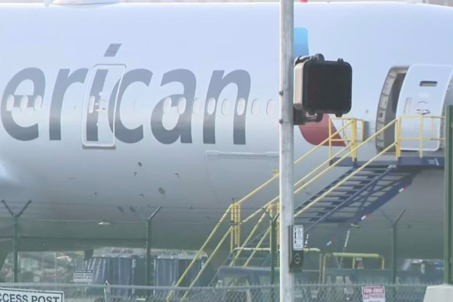 Man breaks through gate at LAX Airport, boards American Airlines plane